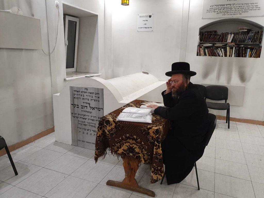 אוקראינה - מסע שטפנשט בקבר הצדיק מוילעדניק בעל הידית.jpg