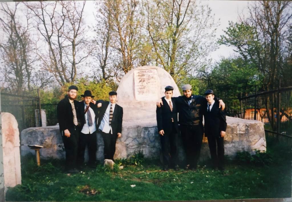 קבר הסבא קדישא מרוז'ין - אוקראינה - לפני 20 שנה
