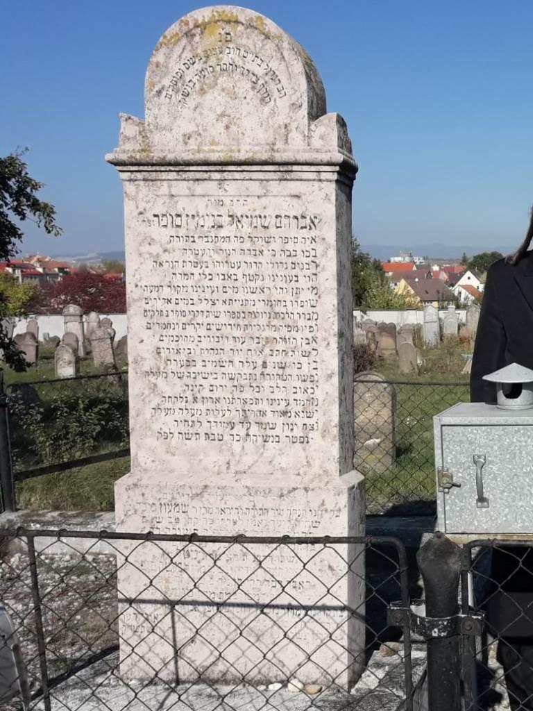 קבר הגאון רבי אברהם שמואל בנימין סופר