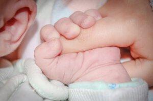 התינוקת שחזרה לחיים בזכות הצדיק משטפנשט. אילוסטרציה