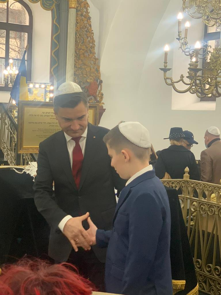 ראש העיר של יאס, מר מיהאי קיריקה בשמחת הבר מצווה המרגש בעיר יאס שברומניה