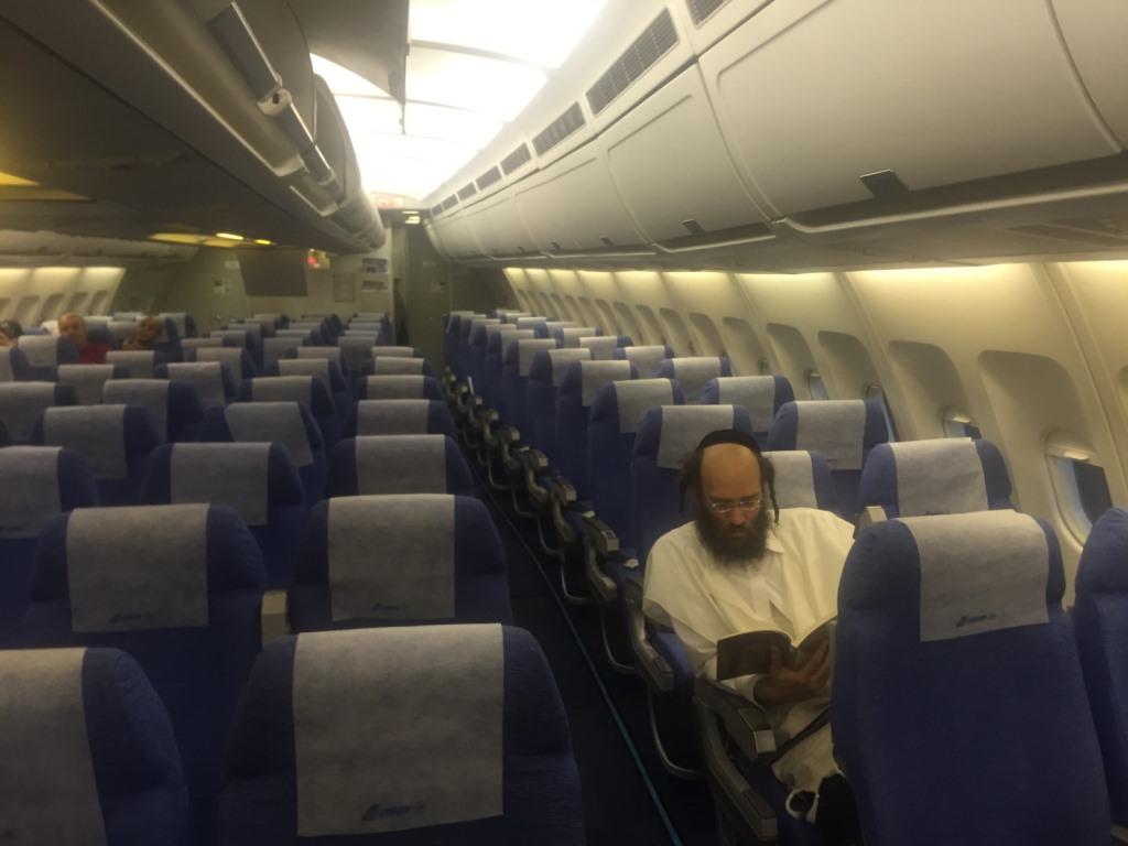 רב דקהל שטפנשט על טיסה מיוחדת חזור, להשתתף בהלוויתו של הגאון הצדיק רבי טוביה אריה טוביאס זצ''ל