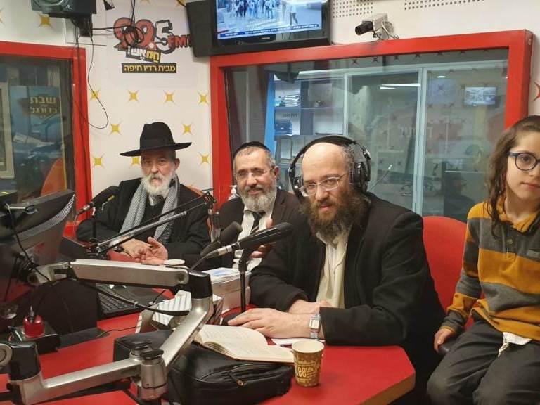 תכנית האמונה ברדיו חיפה של רבני שטפנשט. משדר המצות